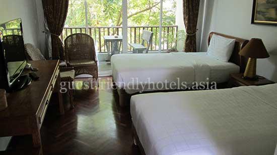 guest friendly hotels pattaya chada thai house